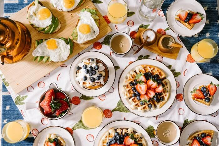 a stay at home mom morning routine should include enough time for a healthy, but simple breakfast